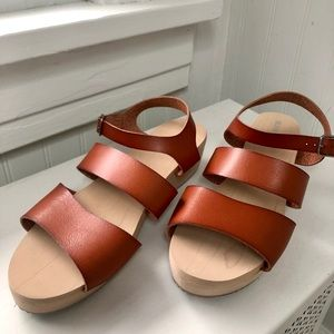 Old Navy Girls brown sandals size 5 NWOT